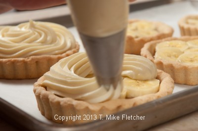Piping pastry cream 2