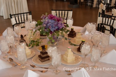 Table setting with Mini Wedding cakes