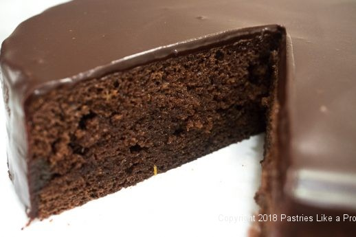 Cut cake for Viennese Chocolate Punchtorte