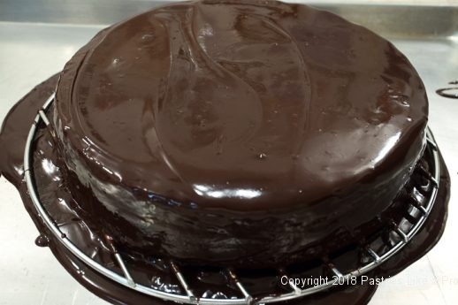 Glaze encompassing the Viennese Chocolate Punchtorte