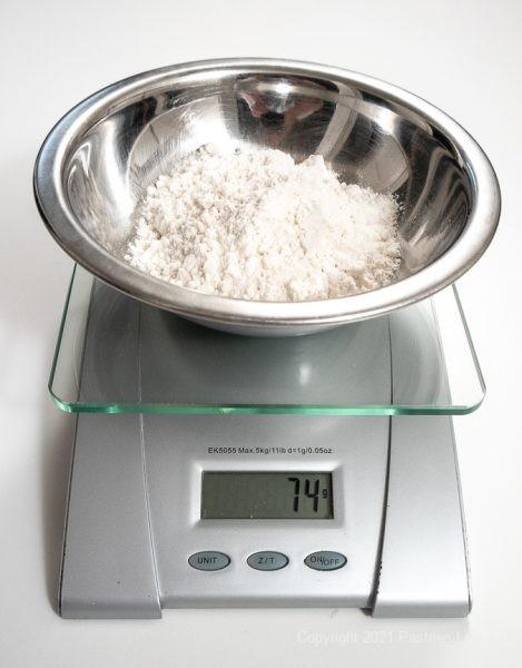 Flour in the bowl on the scale