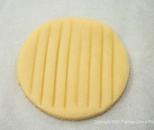 Vertical lines on top of pastry